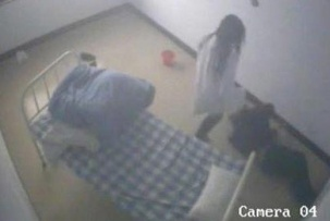 Caretaker kicking patient in Chinese hospital