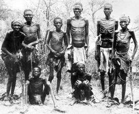 Herero - Aufstand: Hereros, die vor den deutschen Truppen gefl chtet sind, nach ihrer R ckkehr aus der Omaheke W ste. 1904/05 - ver ffentlicht 1907